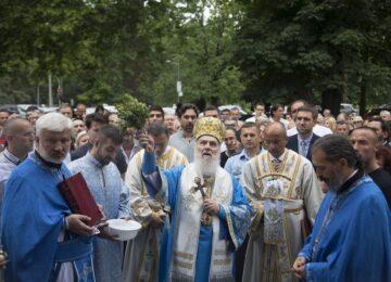 Патријарх Иринеј началствовао петровданском литургијом